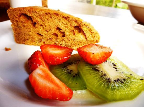 Komaneka at Bisma: Breakfast - Banana cake with fruits.. yummy!