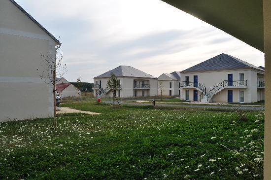 Meteor Val de Loire Resort : Calle del Resort