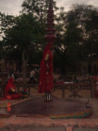 Chokhi Dhani Resort: Live dance
