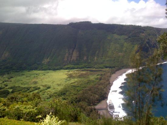 Holualoa Inn: a must see- Waimea valley- car accessible and can hike it as well
