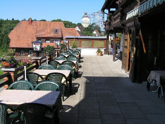 Hausern, Jerman: Patio where you can eat and drink at the front of the hotel