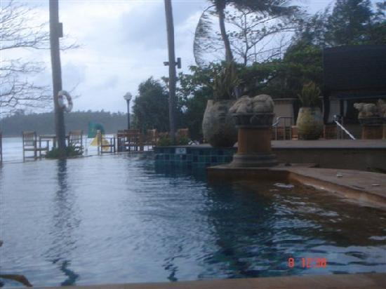 Kata Beach Resort and Spa: piscina