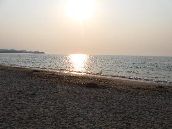 Acharavi Beach Hotel: sunset from the beach