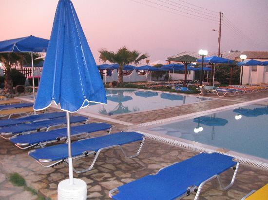 Acharavi Beach Hotel: the children swiming pool