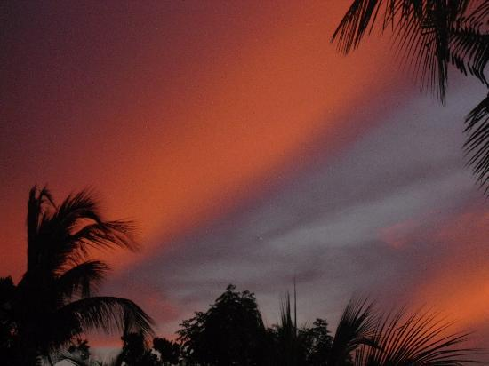 Hotel Playa Pesquero Resort, Suite & SPA: Sky As Sun was Setting..Taken From Lobby Area