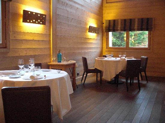 Relais & Chateaux Flocons de Sel : La salle du restaurant