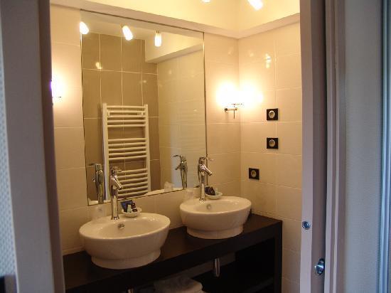 Chateau du Pelave : Salle de bains de la chambre 11