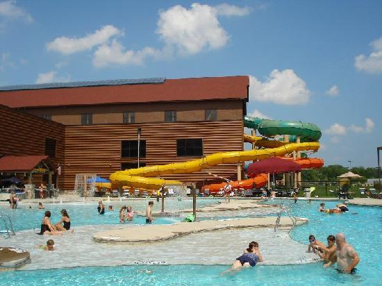 Outdoor pool picture of great wolf lodge mason for Garden pool reviews