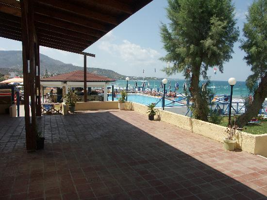 Stalis, Yunani: Breakfast Patio  & Pool