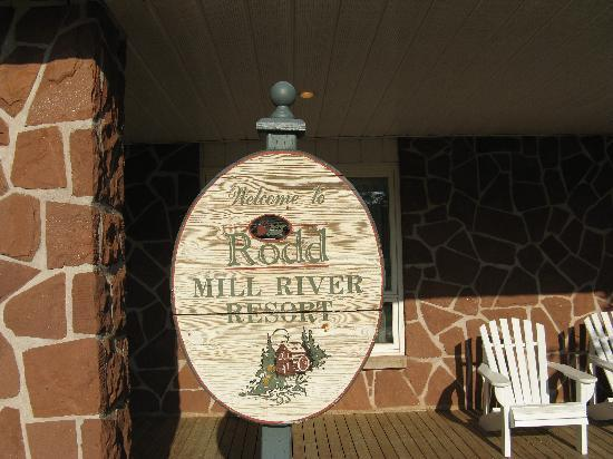 Mill River Resort: Rodd Mill River - Welcome sign