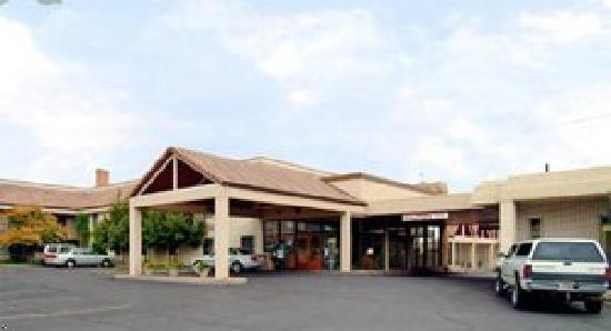 Best Western Town & Country Inn: Exterior of the hotel