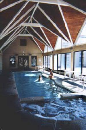 Best Western Town & Country Inn: The indoor pool and spa