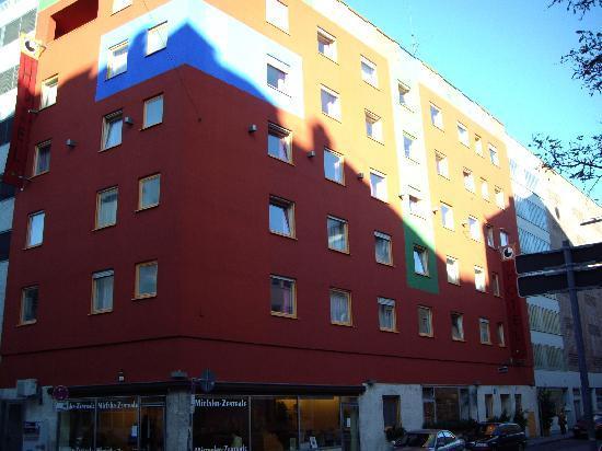 Creatif Hotel Elephant: elephant hotel2