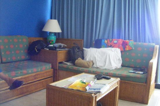 Margabella Suites: En la sala sofas camas individualles