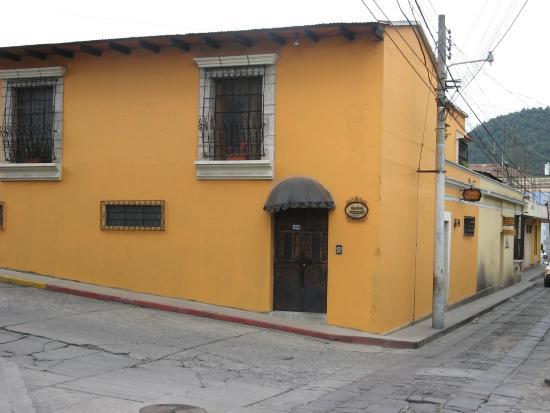 Casa Dona Mercedes: Front Door