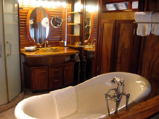 Hilton Moorea Lagoon Resort & Spa: Garden bungalow - bathroom