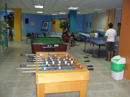 Apartamentos Turquesa Playa: vue de la salle de jeux