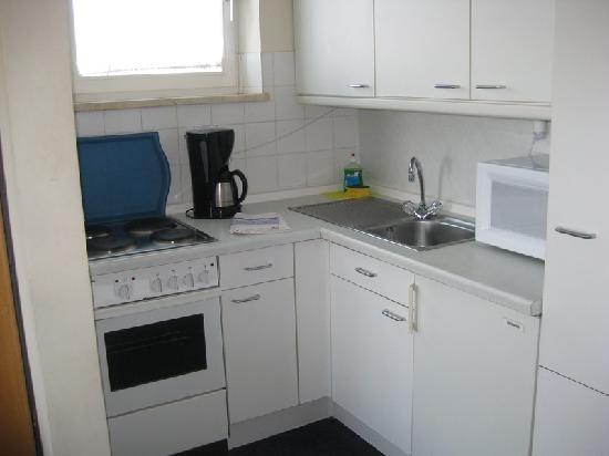 StayMunich Serviced Apartments: kitchen