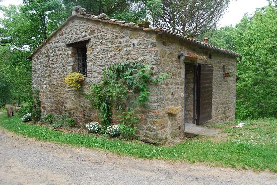 Castellare: External view of the Capanna.
