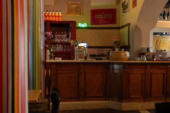 """On The Rox Trastevere: Additional """"overflow"""" bar"""