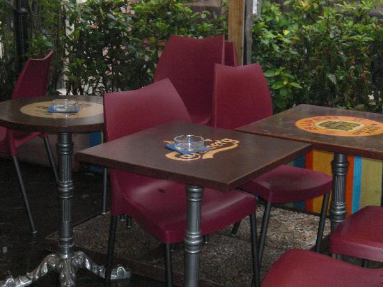 On The Rox Trastevere: Patio seating