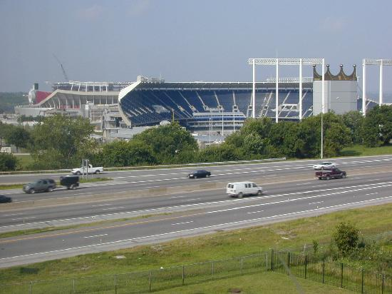 Drury Inn & Suites Kansas City Stadium: View of Kauffman Stadium from our 5th floor room window