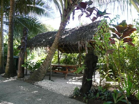 Coral Motel & Apartments : a great BBQ area within the Motel grounds
