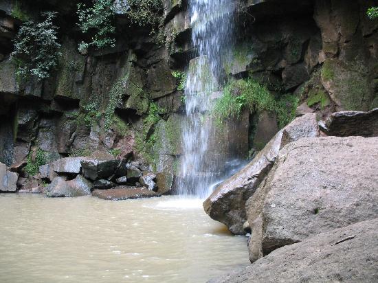 Hostal Ciervo Rojo : Cascada en Los Cazos, Mazamitla