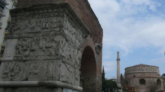 Arch of Galerius: Galerius Arch  ve Rotonda,yaninda da minaresi :)