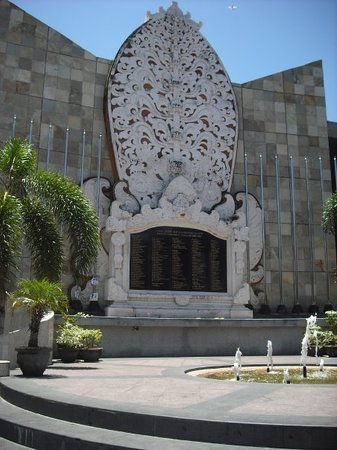 Kuta, Indonesien: The memorial for the Bali Bombing... :o(
