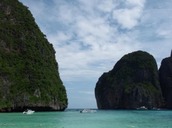 อ่าวมาหยา: Maya Bay - where The Beach is filmed
