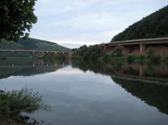 Mosel - Schweich 10 km. nord for Trier
