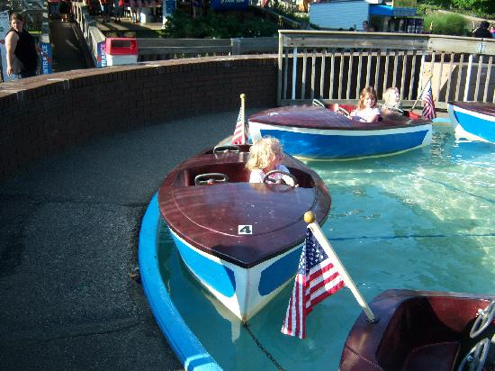 Waldameer Park & Water World: kids boat ride