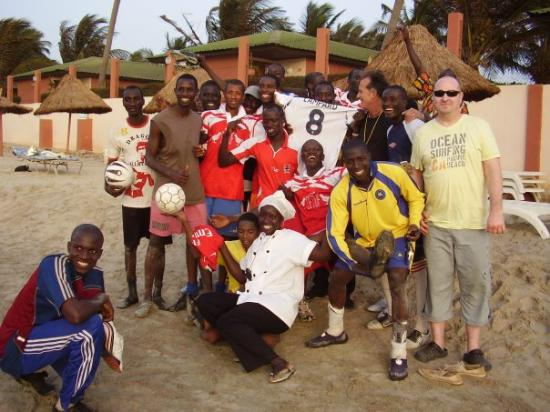 Serekunda, แกมเบีย: beach football