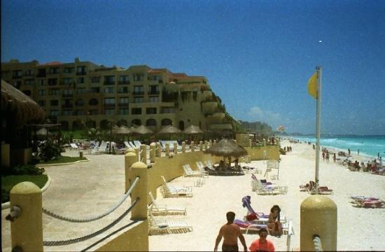 Fiesta Americana Condesa Cancun All Inclusive: Beach scene in Cancun, Mexico