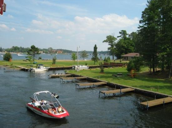 Minocqua (WI) United States  city photo : Minocqua, WI: Lots of tourist and busy traffic on the lake