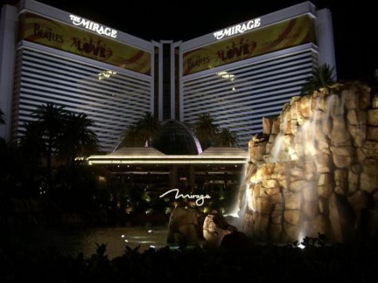 โรงแรมเดอะมิราจ & คาสิโน: Mirage @ night