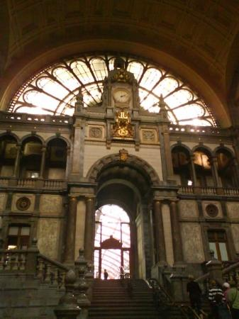 เซ็นทรัลสเตชั่น: Inside of the train station