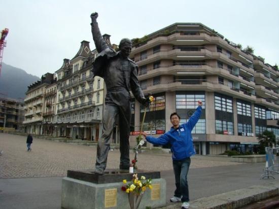 มงโทรซ์, สวิตเซอร์แลนด์: Montreux suisse voi mua xuan bo song voi nhung bui hoa khoe sac va ho nuoc khong lo, cung voi k
