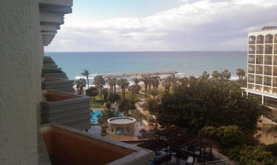 Atlantica Miramare Beach: Terrasse de l'hotel Golden Beach à LARNAKA