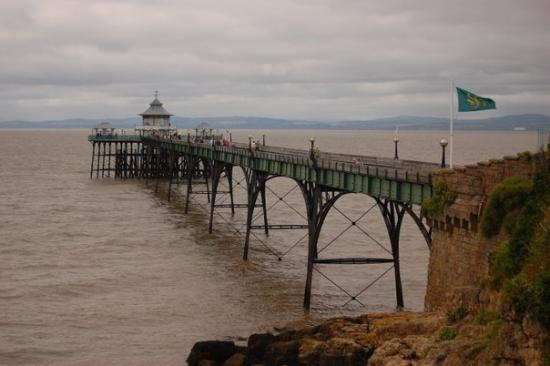 Clevedon Pier On A Cloudy Day Picture Of Clevedon
