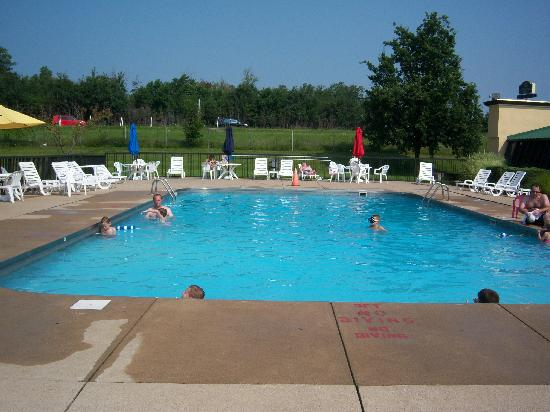 Super 8 Erie/I 90: The warm pool at the Quality inn you can use