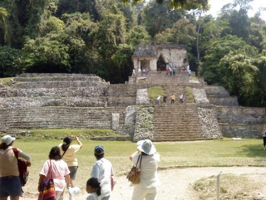National Park of Palenque: edificios de la entrada al recinto arqueologico.