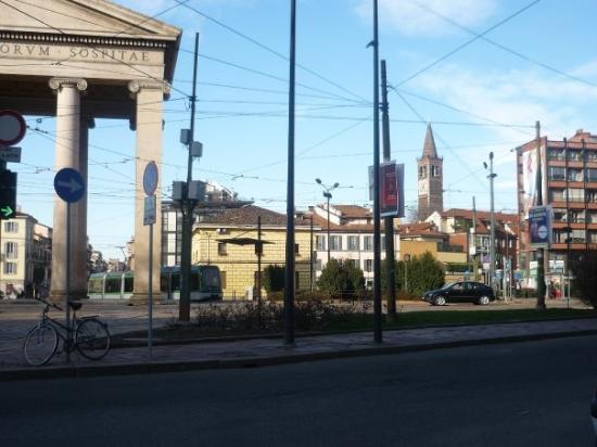 Piazza 24maggio con in lontanza il campanile della for Piazza sant eustorgio