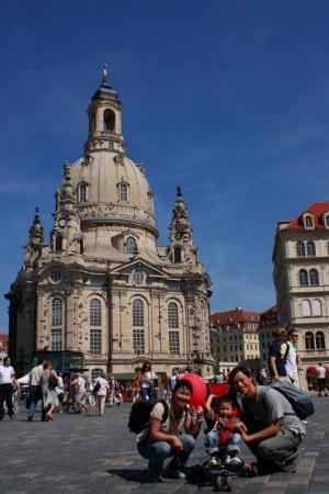 เฟราเอนเคอร์ค: 聖母教堂,該教堂在二次大戰中被完全堆毀。直到四年前才重建恢復原貌。My Lady Church. It was destroyed during Wold War II and not re