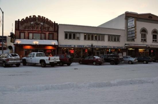 แฟร์แบงค์, อลาสกา: View of the jewelry store and multi-store co-op.  The shops in the co-op are having a difficult