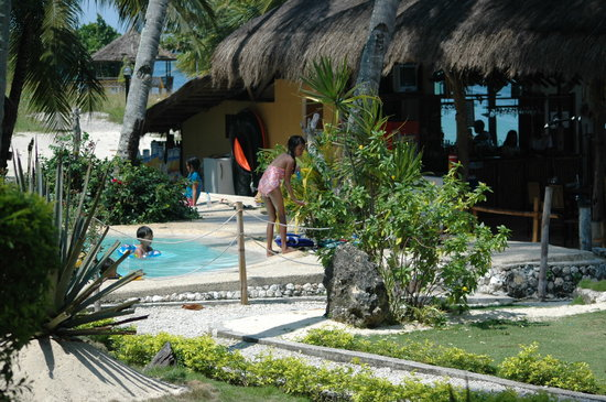 Cebu Club Fort Med Resort: Cottages and Pool