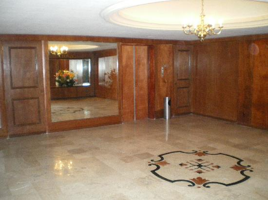 Hotel Roma: 3rd floor lobby