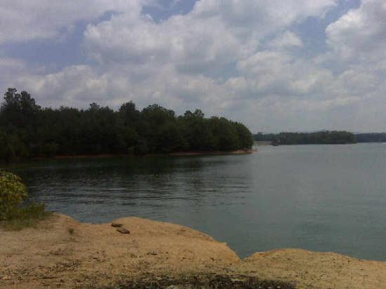 Blairsville, Geórgia: The cliffs at Lake Notteley