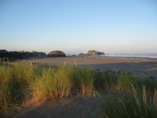 แบนดัน, ออริกอน: This was the view to the right from or place on the beach.